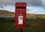 Landschap ten noordwesten van Ullapool Coigach metgrote  brievenbus