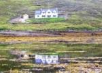 Lochedge gespiegeld in het water