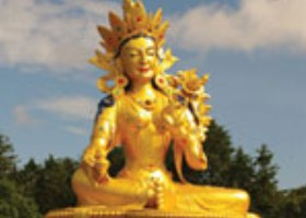 Boeddhistische tempel Tara statue
