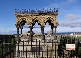 Bamburgh Memorial Grace Darling klein