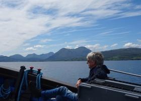 Sievert geniet van de boottocht op Aspire klein